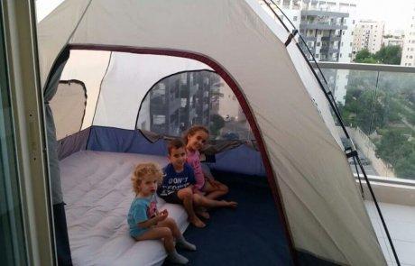 רעיון לקמפינג – אוהל במרפסת של הבית