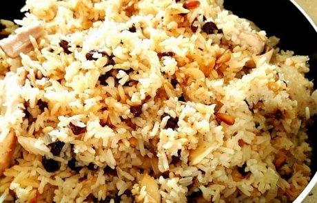 אורז עם שקדים צימוקים וצנוברים