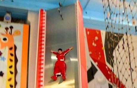 פנטופיה – קירות טיפוס אינטרקטיבים מגלשה אנכית וקפיצת פחד!